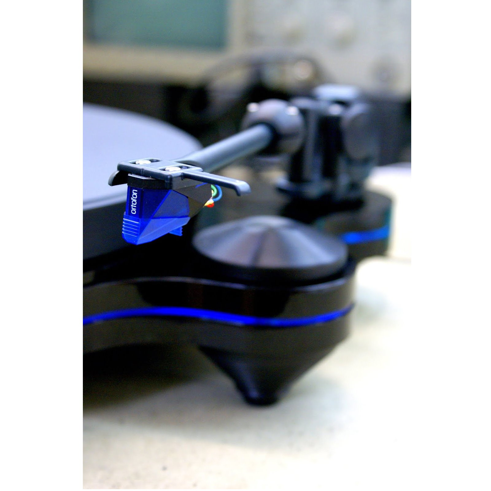 Oracle Origine CT Turntable with Ortofon Blue MM Cartridge